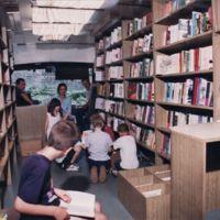 Djeca u bibliobusu
